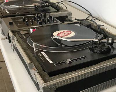 DJ Technic 1210 Turntables