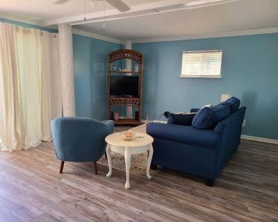 """""""Self Sea-esta"""" Beautiful Cottage 2nd row to ocean in Emerald Isle - Emerald Isle"""