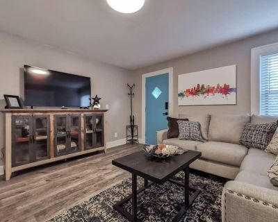 W-1E Awesome Westport Location. Remodeled and very clean. King bed. - Midtown - Westport