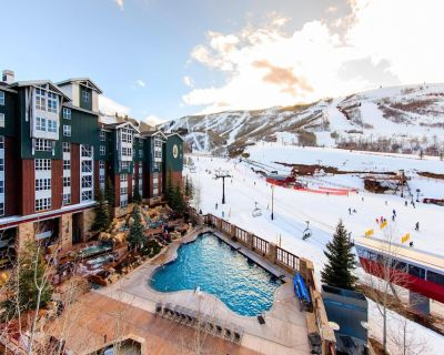 Chimera Vacations Ski-In/Ski-Out 2-Bedroom Mountainside Villa + Amenities