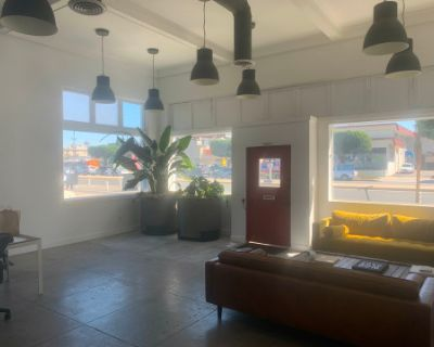 Westside Studio with Open Floor Plan & Lots of Natural Light, Los Angeles, CA
