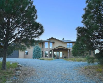 Mountainview Retreat - 2 Living Areas, Hot Tub, Ping Pong & Pool Table, Grill - Ruidoso
