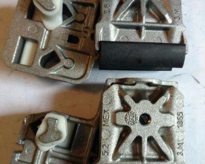 Window regulator sash clamps