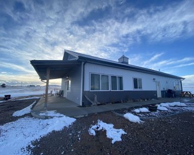 Gorgeous home on 36 acres, 3 king beds, amazing views, hot tub! - Black Forest