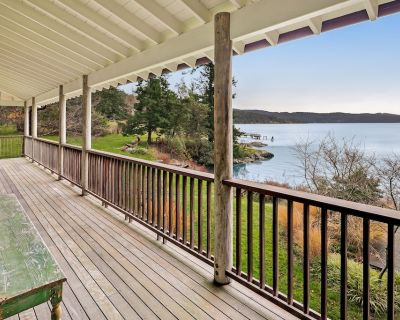 Waterfront & family-friendly home w/ deck,great views, full kitchen & WiFi! - Deer Harbor