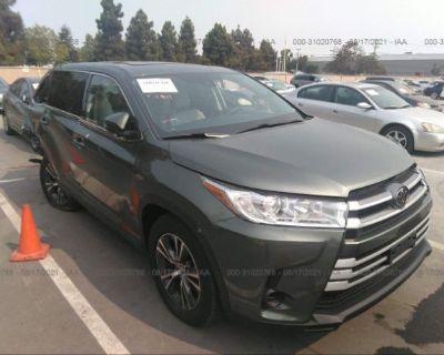 Salvage Green 2018 Toyota Highlander