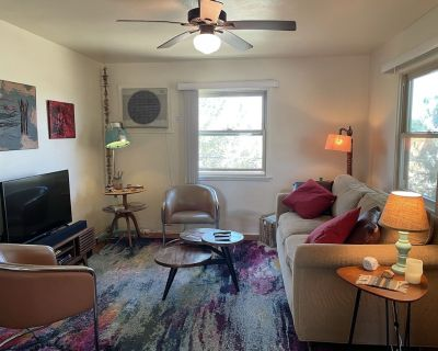 Our cute two bedroom cottage is just 6 blocks from downtown Joshua Tree! - Joshua Tree