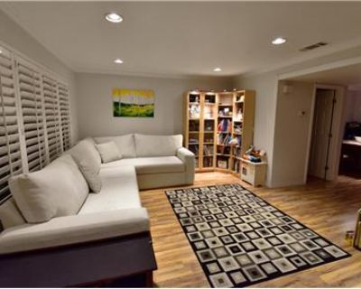 Remodeled 4BR/2.5BA Townhome