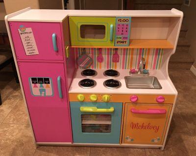Girl Play Kitchen