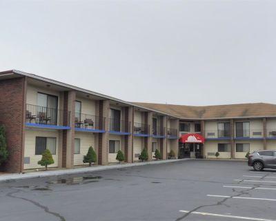 Red Roof Inn & Suites Middletown, RI - Newport East