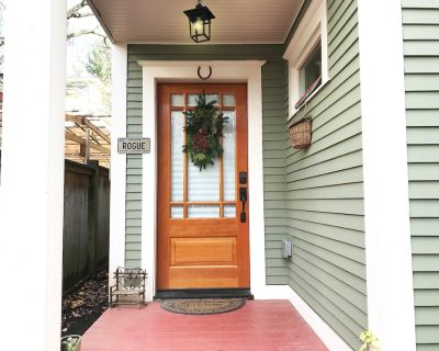 Cottage in Historic Irvington neighborhood near Convention Center and shops! - Irvington