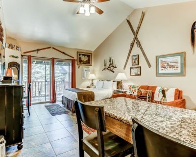 New listing! Charming studio w/ a full kitchen plus a shared pool & hot tub - Park City