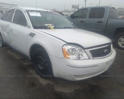 Salvage White 2006 Ford Five Hundred