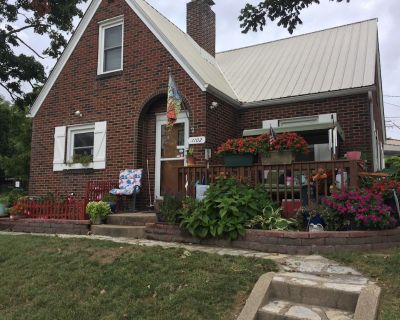 Cozy house within walking distance of the historic downtown district. - Cape Girardeau