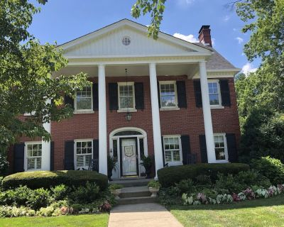 Kentucky at its best! Historical meets modern amenities! - Strathmoor Manor