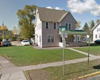 227 S 4th St #3, River Falls, WI 54022 5 Bedroom Apartment
