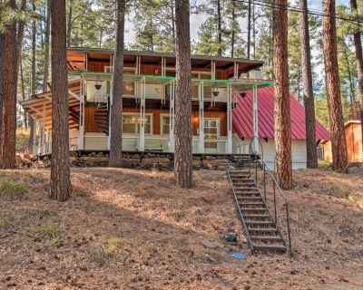 Secluded Ruidoso Cabin w/ Forest Views & Porch! - Ruidoso