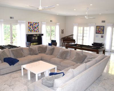 FILM HERE! Large Entertainers Living Room & Beautiful Outdoor Area - Encino