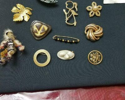 Lot of 15 Assorted Vintage Brooches / Pins! Weight Watchers, Heart, Moon, Angel, Leaf, Beads, etc.