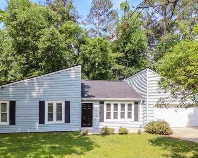 132 Riverchase Dr Woodstock, GA 30188