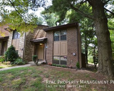 Updated End Unit Townhome for Rent-Walk to Metro!