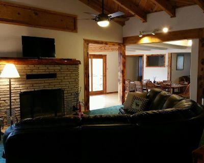 Apache Adobe Lodge, in the heart of Ruidoso! Private and secluded home! - Ruidoso