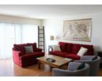 Roommate wanted to share 4 Bedroom 2.5 Bathroom Apartment...