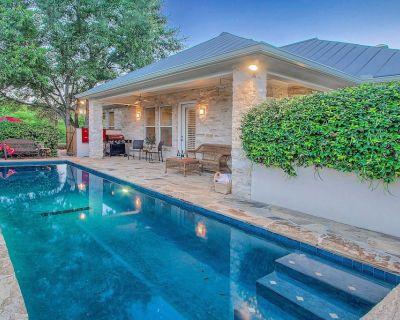 """""""Top 10 VRBO Home!"""" Heated pool! 3 Blks to Main; """"Creek Haus is the Best!"""" - Fredericksburg"""