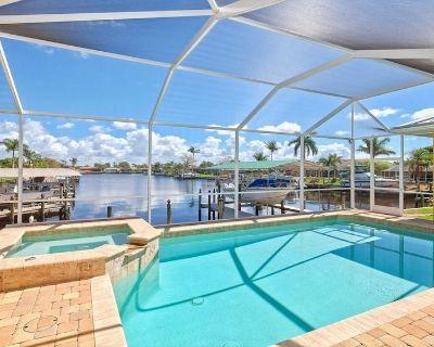 Minutes to River, 4 Bedroom plus Den, Pool, Hot Tub, Sleeps 10, Sunny Daze Villa - Caloosahatchee