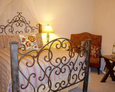 Spanish Styled Rural North Scottsdale Guesthouse - Rio Verde Foothills