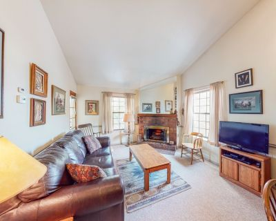 Perfectly located condo w/ shared hot tub - walk to lifts, Main St & shuttle! - Downtown Park City