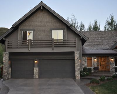 Fabulous Solamere Home with Pool Table & Private Hot Tub - Park City