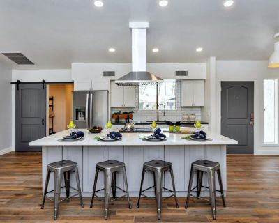 Stunning Modern Farmhouse made for HGTV w/ over $120k in recent upgrades - Hidden Manor HOA