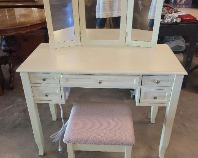 Saturday August 28th at 7pm online Magnolia Gardens Auction House Facebook Live Tag Sale!