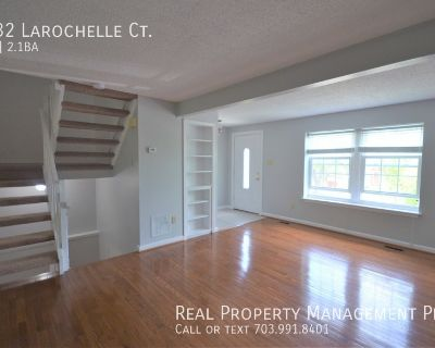 Charming Townhouse in Kingstowne, Alexandria!