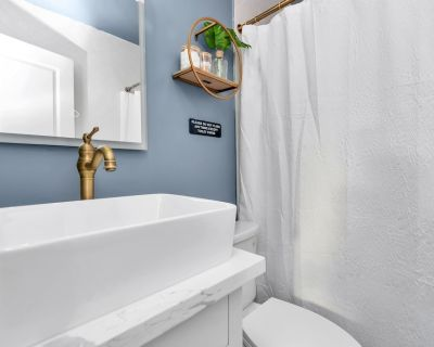 Luxury Boutique Suite near Downtown & Medical Center - MacGregor