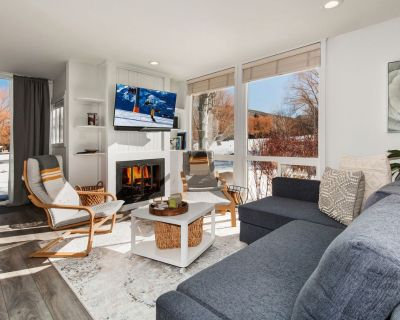 Stunning Views - Walk to Golf Course, Walk to Ski + Community Amenities - Downtown Park City