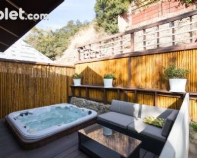 $10000 3 single-family home in West Los Angeles