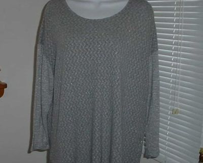 Women's VanHeusen Grey Metallic Silver Sparkle Sweater Size XL. This Loose Relaxing Fit Lightweight Pullover Has A Rounded Neckline, Grey...