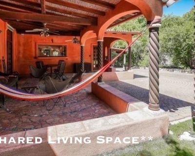 Shared room with shared bathroom - Woodland Hills , CA 91367