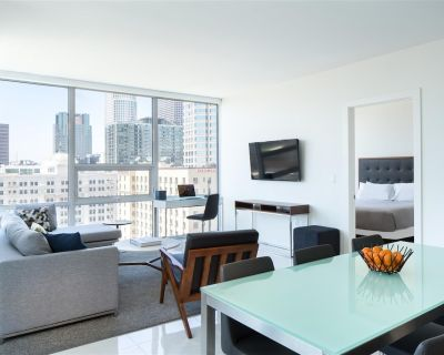 One Bedroom Executive W/ Den - Downtown Los Angeles