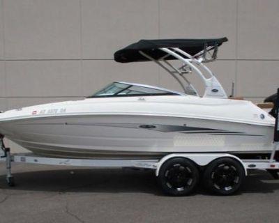 2014 Sea Ray 220 Sundeck Outboard