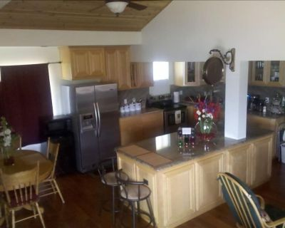 Lake Front Home, with Private Boat Launch, Beach, Pet Friendly - Glenhaven
