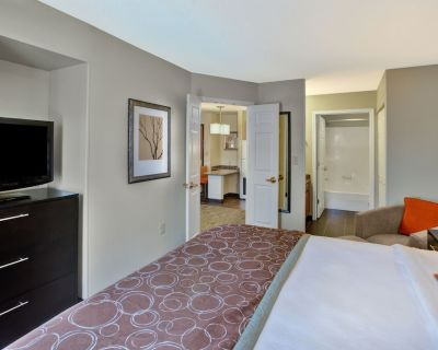 Staybridge Suites - Louisville - East, an IHG Hotel - Middletown
