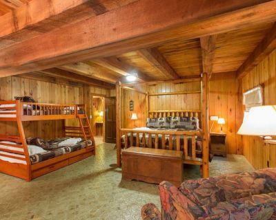 White Squirrel Log Cabin Asheville-Hendersonville, NC - Mountain Home