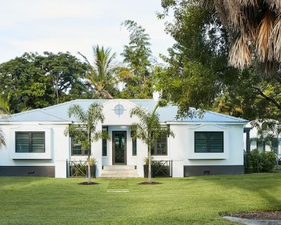 Interior Designer owned Coastal Modern Private Home - Lake Ida Shores