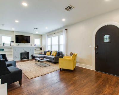 Remodeled 4-Bed Retreat - Relax at Our Home in Style or Enjoy the Lively Midtown OKC Life, Oklahoma City, OK