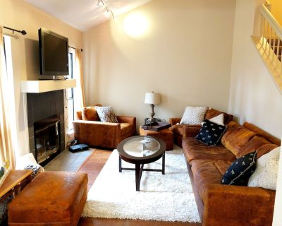 Comfortable quiet townhouse with pool and convenient location - San Luis Obispo