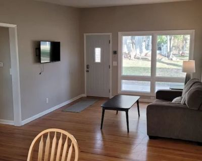 Renovated 2Br Duplex next to Wesley Medical Center - Sleepy Hollow