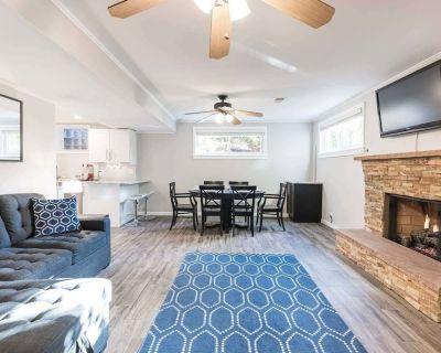 Walk to Metro Modern Luxury 2,300 sq ft 3bd/3ba + Gym + Guest Suite - Virginia Square